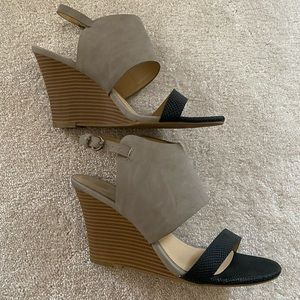 Black and Nude/Gray Wedges